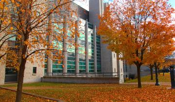 The outside of Stauffer library in the Fall